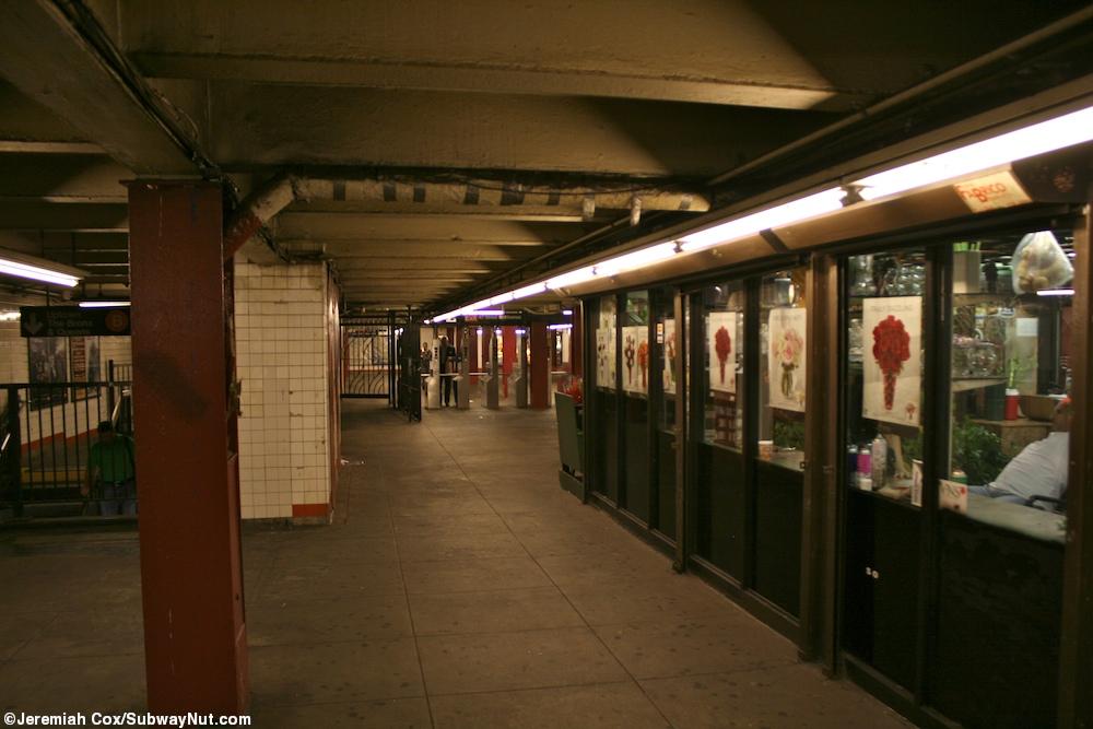 1 2 7 3 Down The Rockefeller Street: 47-50 Street/Rockefeller Center (B,D,F,M)