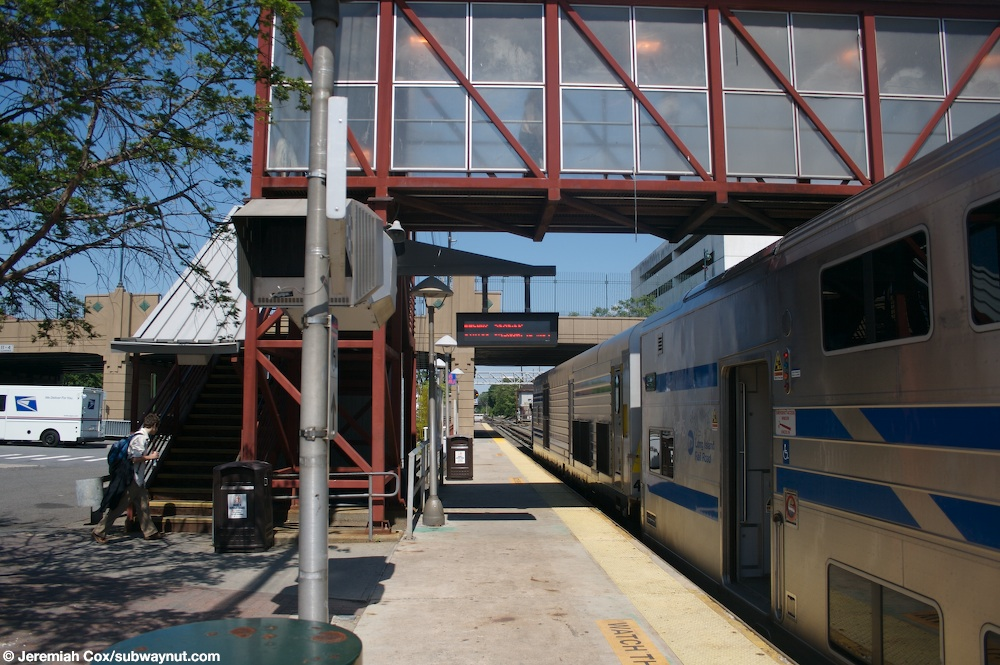 York Ac Units >> Mineola (Long Island Railroad Port Jefferson, Oyster Bay, Montalk (very limited service ...